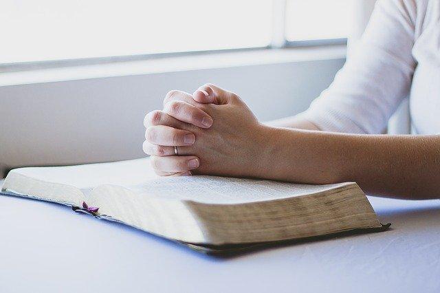 simpatia para amansar marido com a bíblia